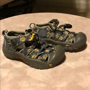Keen boys sandals, size 8